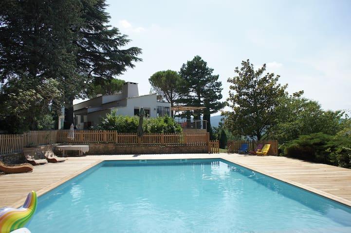 Mas provençal avec piscine, accès piéton village