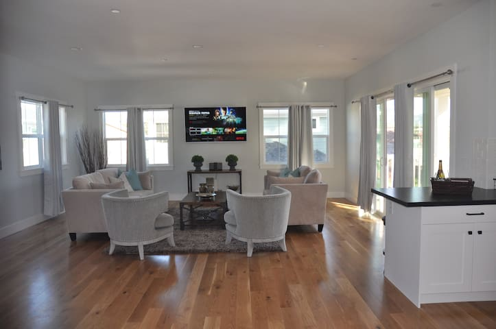 Overlook Retreat- Brand new furnished home!