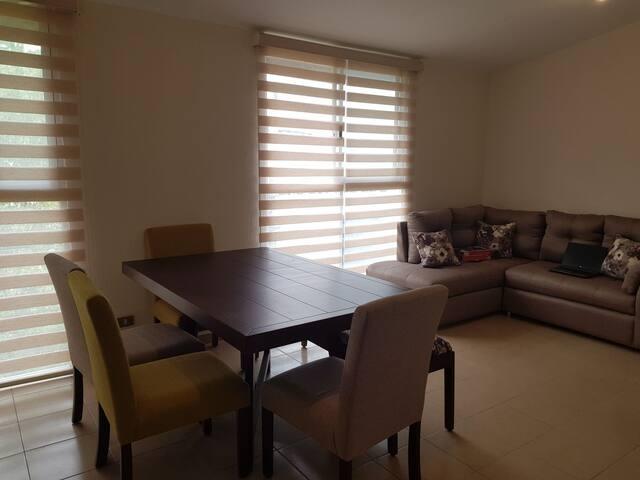 Habitación en departamento con buena ubicación