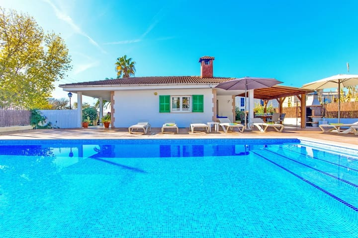 Villa Miquel, beautiful house with Pool near to the beach