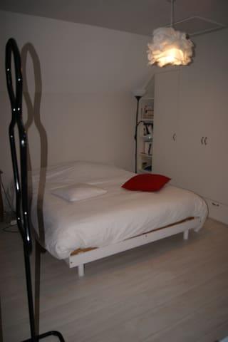 chambre tout confort avec SDB/toilettes privatifs