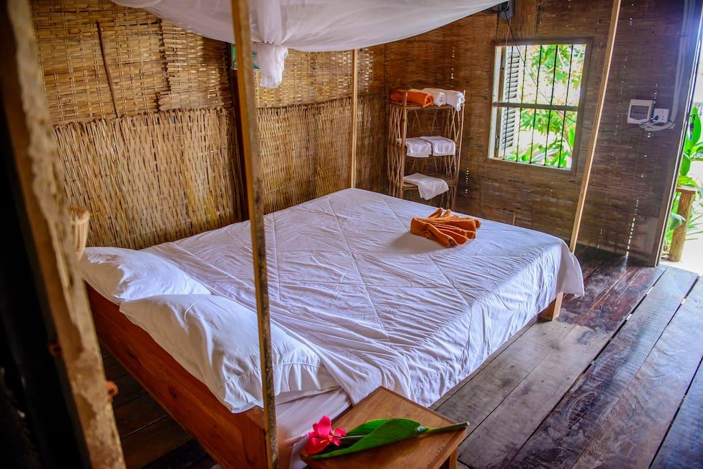 Chambre et lit double ( toilette et douche privée ) dans chaque chambre