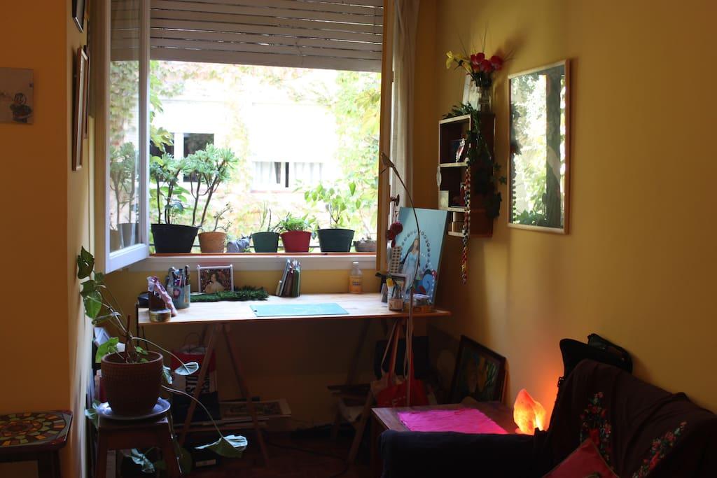 Escritorio y ventana