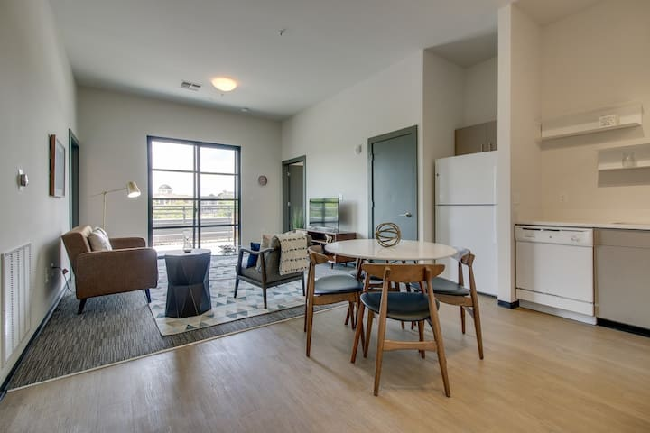 Convenient and Modern 12 South 2 Bedroom/2 Bath