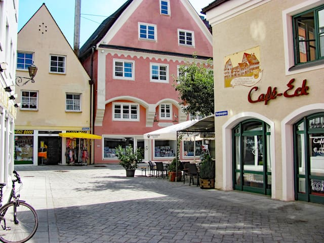 Hier geht es zu den Ferienappartments im Anwesen Storchenfärbe, Memmingen, Bayern