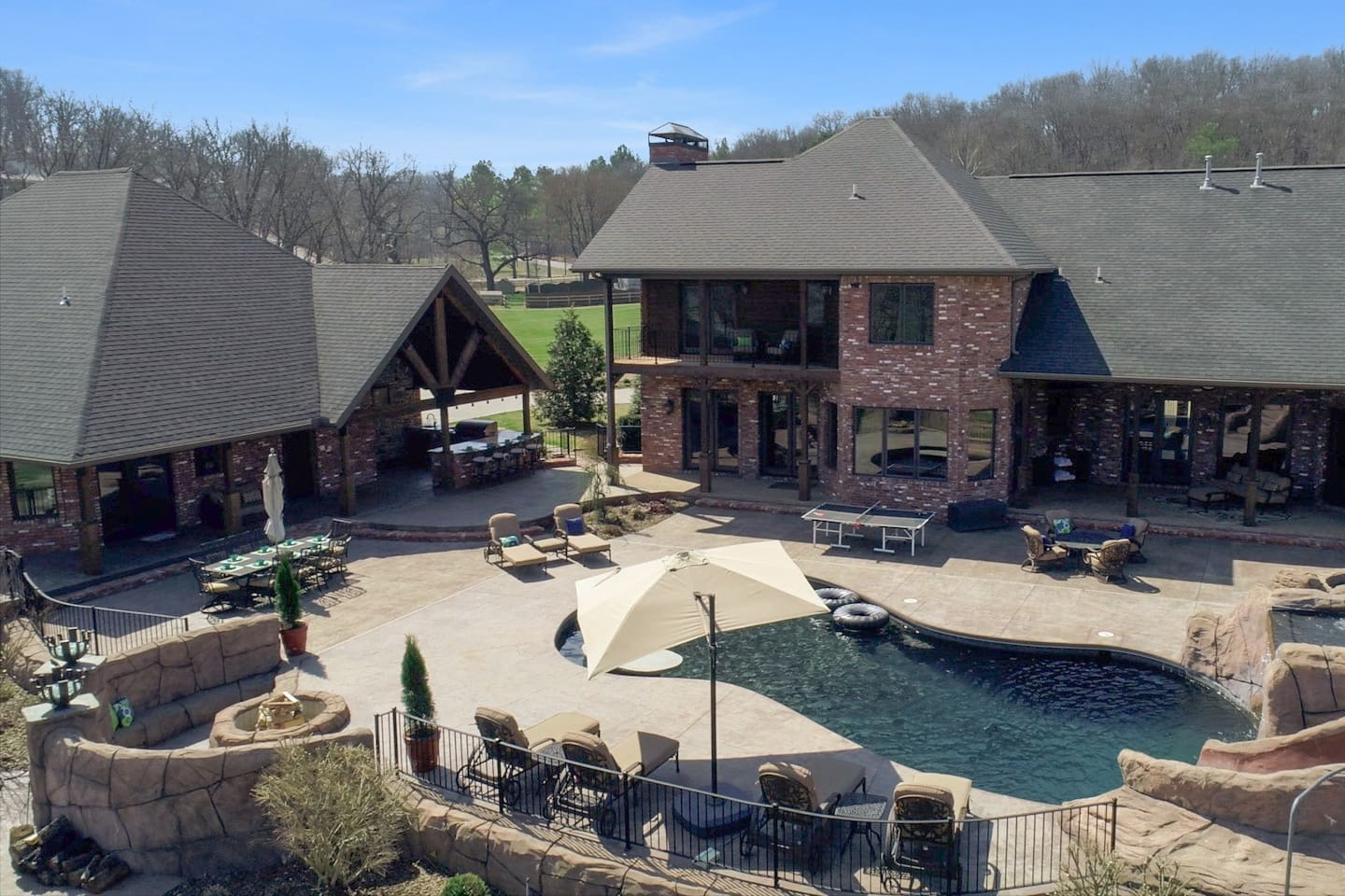 Guest House (left) has full access to Pool, Hot Tub, Fire Pit, Bar and Grill