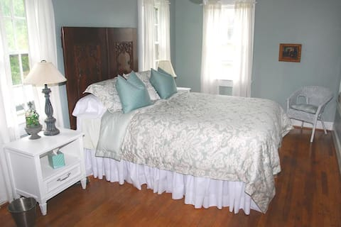 Main Street Guest Cottage