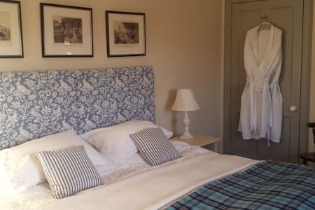 Farmhouse B & B King size double/Twin Room - Crieff