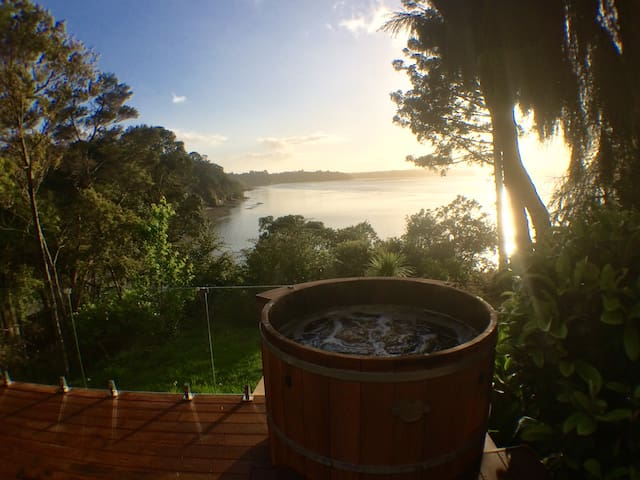 Spa & amazing view! [Twin Bedroom] Titirangi
