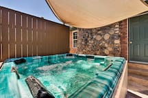 This Sandy vacation rental is ideal for large groups & families.