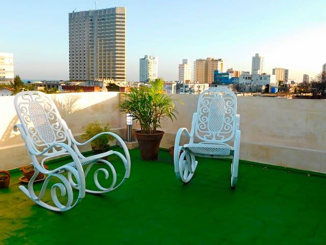 Terraza Vedado:room with a fabulous view in Havana - La Habana
