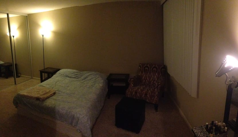 big and clean private room with all your needs. - Los Ángeles - Apartamento