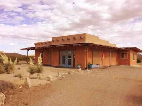 Desert Escape @ Hueco Tanks/Straw-bale /Mtn view