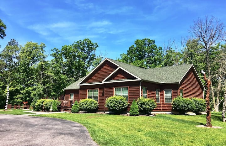 Chocolate Moose Lodge @ Spring Brook Resort | Prime location & Family Friendly
