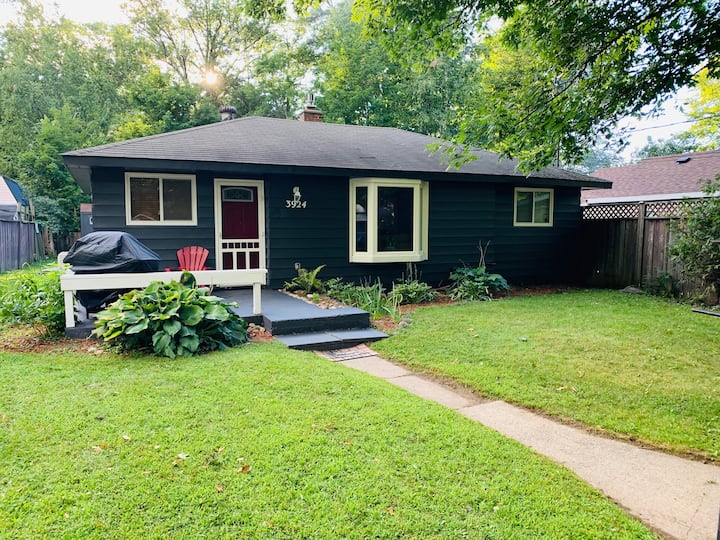Cozy Cottage in Big Bay Point, Lake Simcoe
