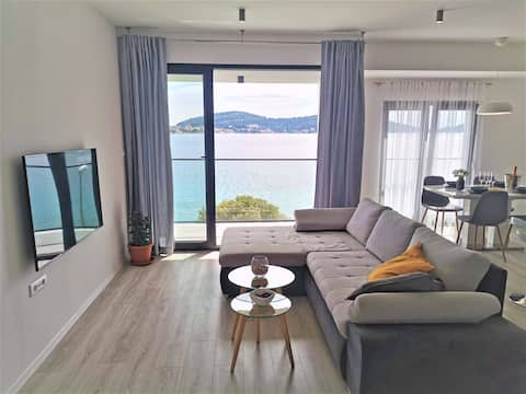 P1 Beachfront one bedroom apartment