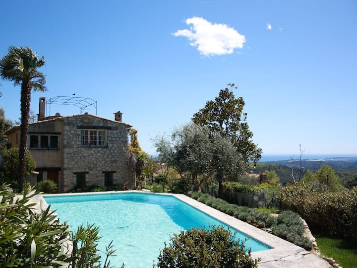 AUTHENTIC PROVENCAL VILLA WITH POOL(KAR80)