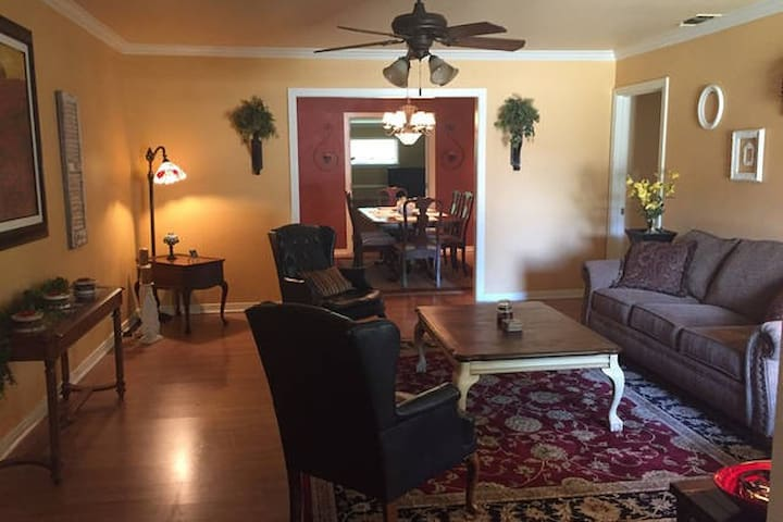 Relaxing Country Club Home by MSU (Enitre Home) - Wichita Falls - House