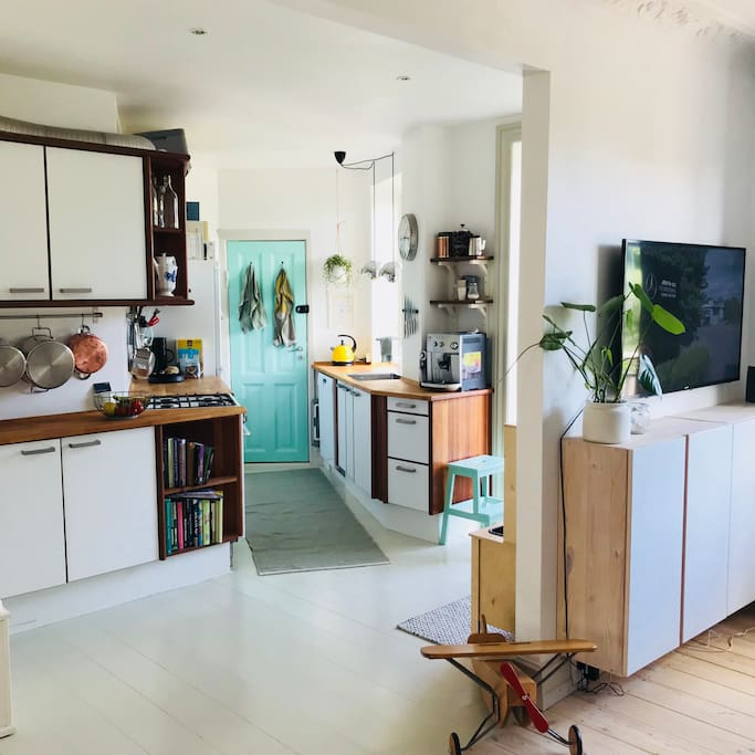 Bright and spacious kitchen with espresso machine and dishwasher ☕️