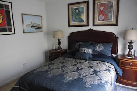 GALLERY BEDROOM & SITTING ROOM - Orlando
