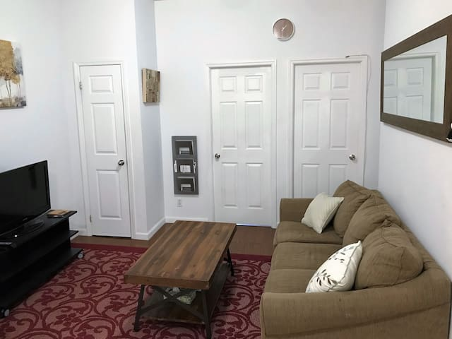 Spacious and Clean 2 BR; minutes from Manhattan!