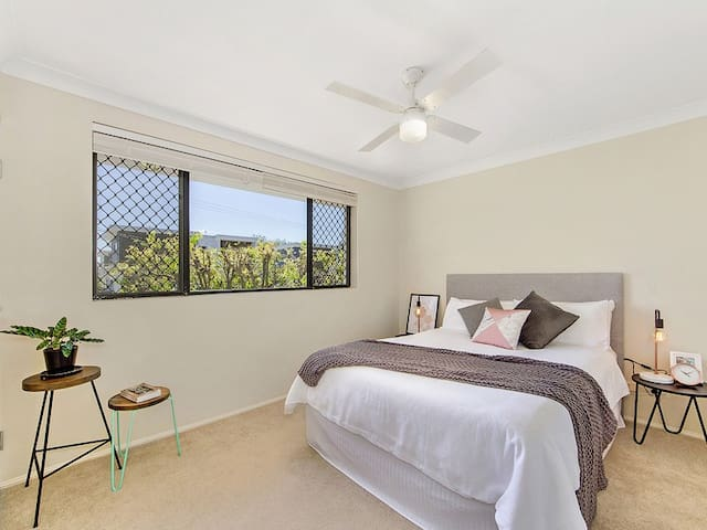 Close to Airport and CBD