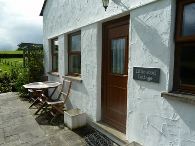 LITTLEWOOD COTTAGE, Staveley, Nr Windermere - Staveley