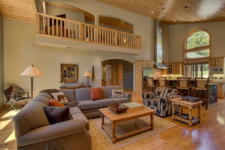 Luxury Tahoe Donner Home, chefs kitchen, hot tub