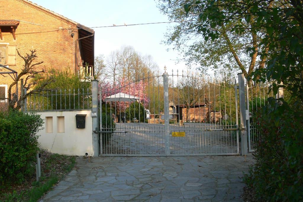 benvenuti a casa, questo è il cancello dedicato