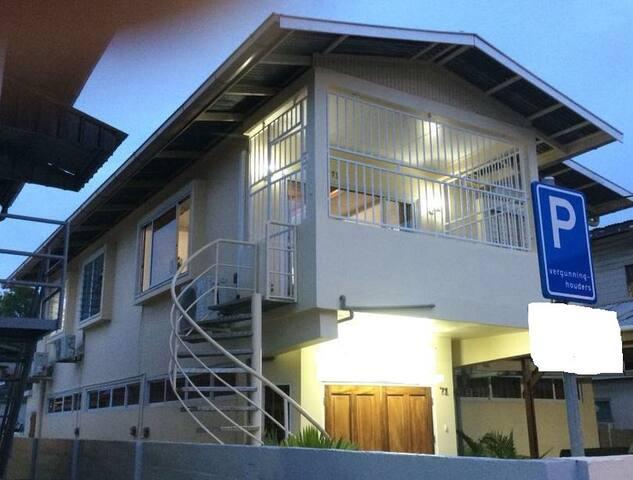 Vak. bovenwoning in het centrum van Paramaribo