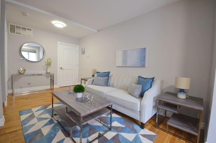 Upscale & Modern Duplex Apartment Sleeps 8