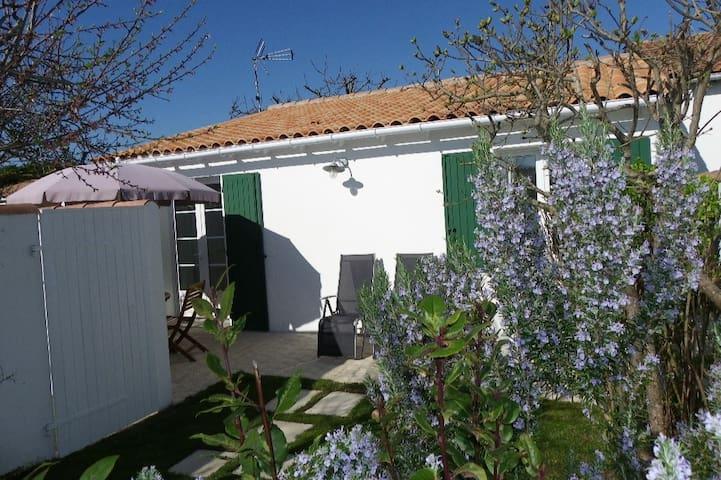 Petite maison au calme a deux pas de la plage. - Saint-Martin-de-Ré - Servicelägenhet