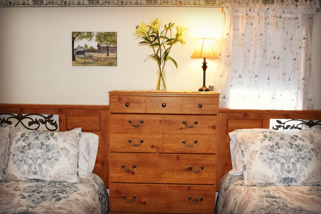 Chest of drawers and 2 queen beds