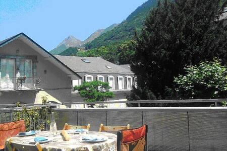 Studio dans le centre de Cauterets avec terrasse