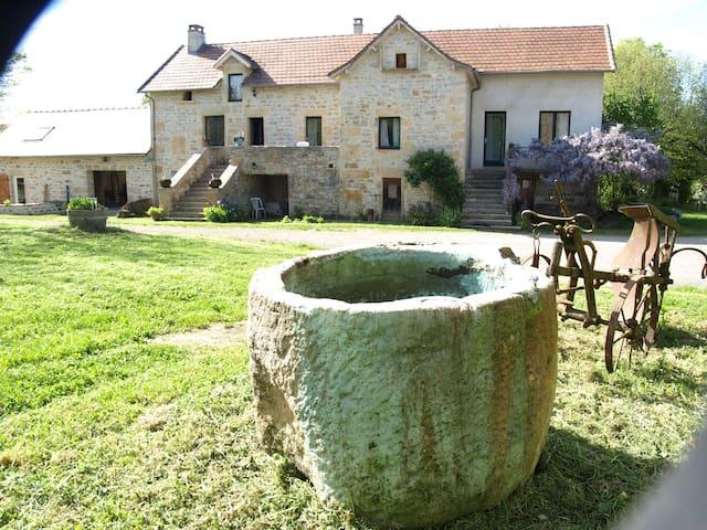 Maison de campagne spacieuse pour vos  vacances - Caylus - House