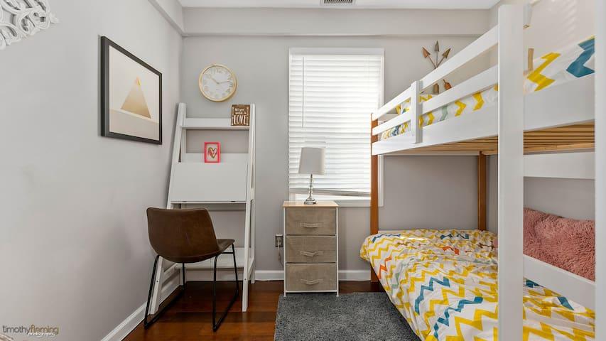 Bedroom #3 (Ideal for Kids!)