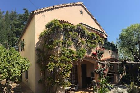 Appartement avec terrasse, jardin et parking