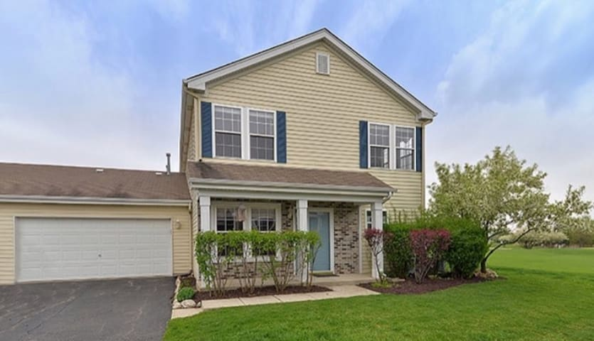 Cute townhome room available in an amazing area!!