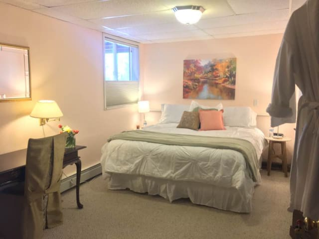 Arctic King Suite, A Golden View & Hot Tub - Anchorage - Huis