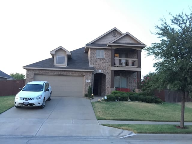 1 Full BD Quiet Neighborhood - Fort Worth - House
