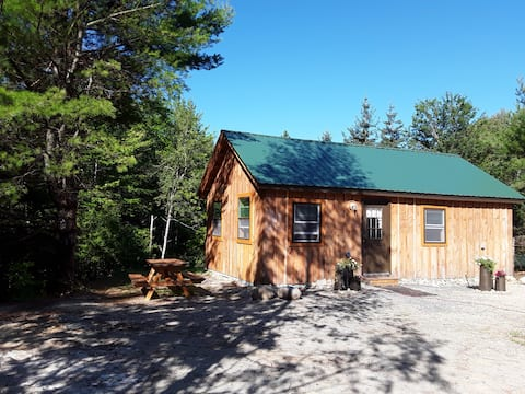 Brand new cottage close to downtown Blue Hill