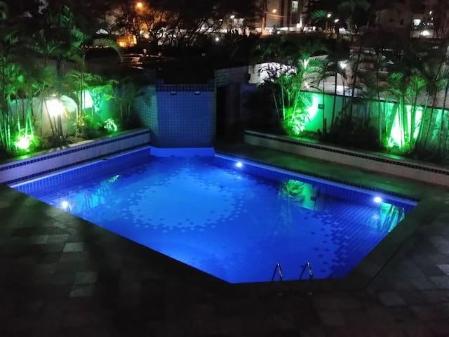 Guarujá piscina ar wi-fi próximo a praia 6 pessoas