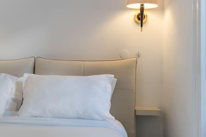 NEW 1!! Charming Suite + Bathtub  Bairro Alto