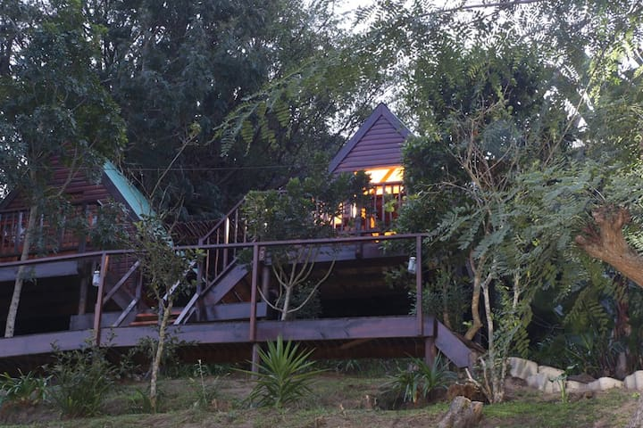 2 gorgeous cabins - cabin 1 sleeps 2 people and cabin 2 sleeps up to 3 people