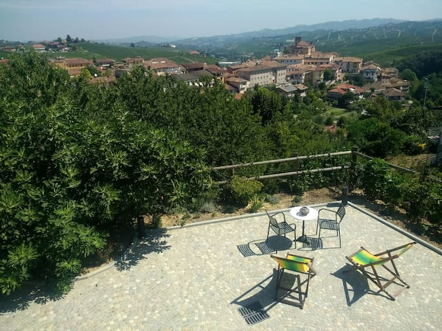 Via Einaudi 1, panoramic apartment in Barolo