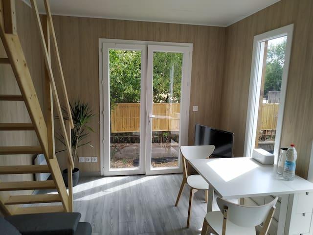 Studio mezzanine avec jardinet au calme et retiré