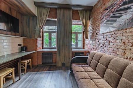 Klavishi  kvartira (Brown room)