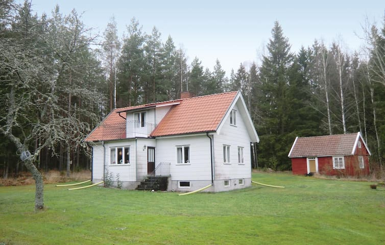 Holiday cottage with 2 bedrooms on 105 m² in Mönsterås