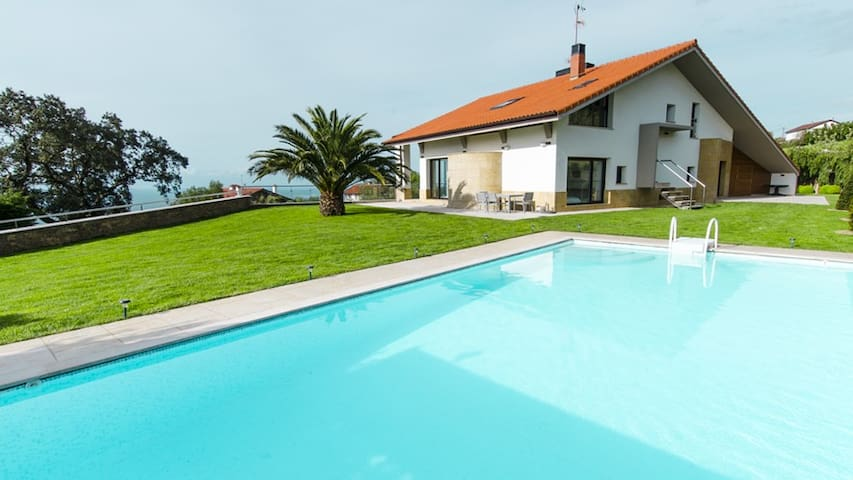 Impressive luxury villa with amazing views. - Donostia - Villa