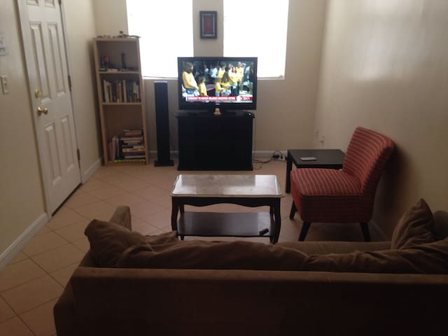 1 bedroom apt close to Airport and Downtown